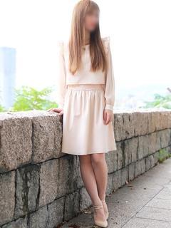 世良(せら)完璧な脚線美と美貌