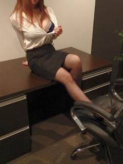 しおり 秘書